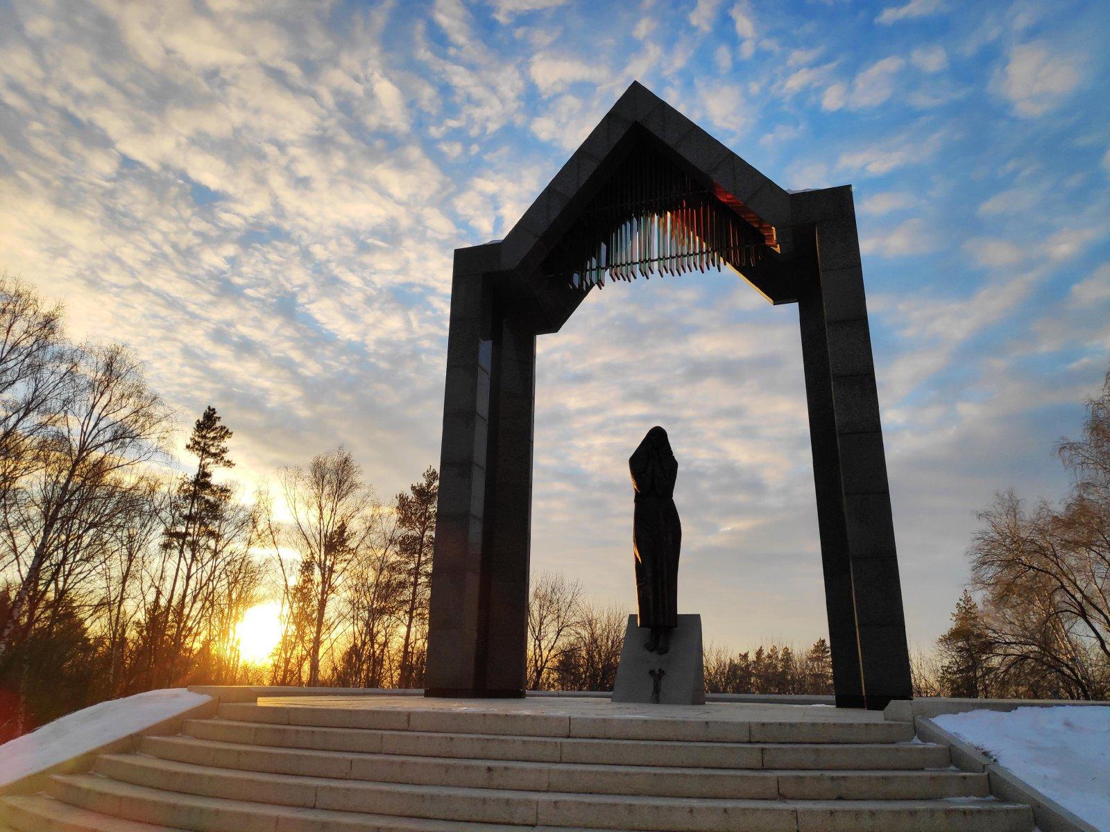 Памятник «Скорбящая мать» (Щёлково)