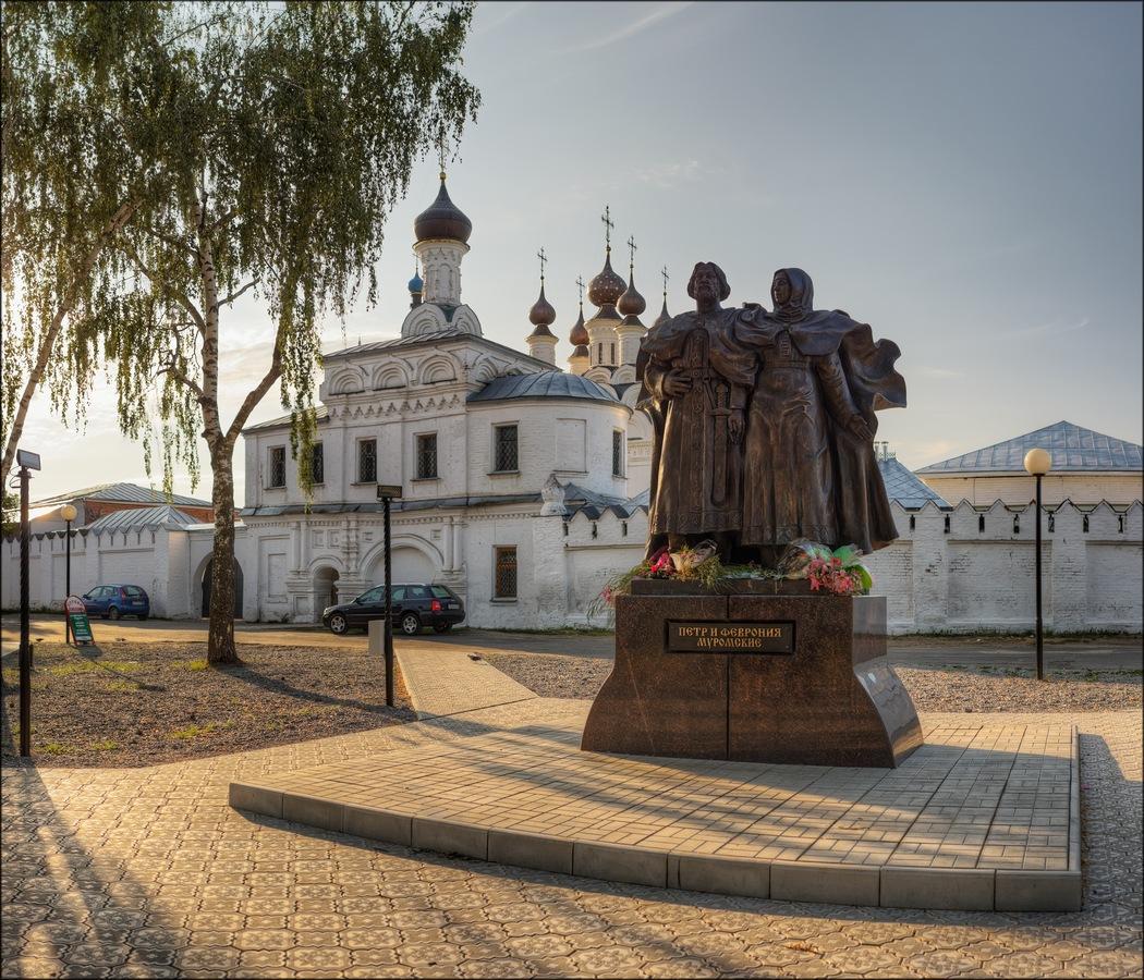Памятник Петру и Февронии (Муром)