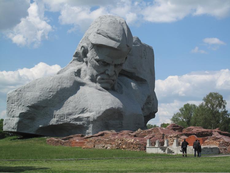 Главный монумент «Скорбь» (Брест)