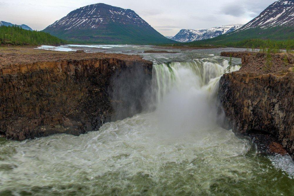 Тальниковый водопад (Красноярский край)