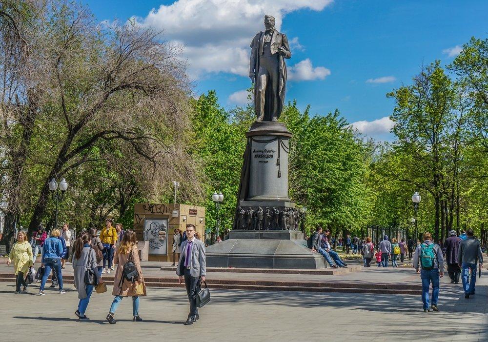 Памятник А. С. Грибоедову на Чистых прудах (Москва)