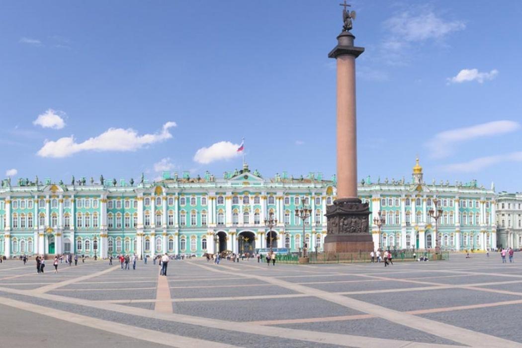 Дворцовая площадь и Зимний дворец (Санкт-Петербург)