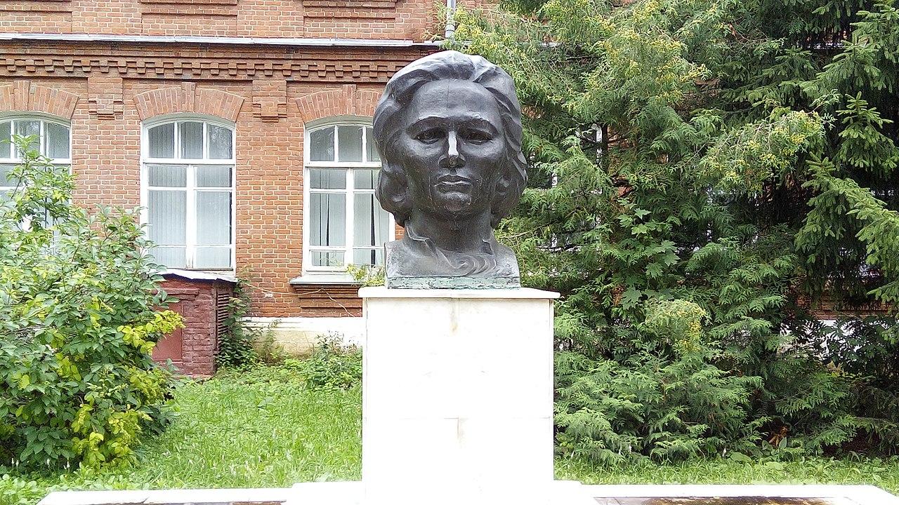 Памятник Х. Давлетшиной (Бирск)