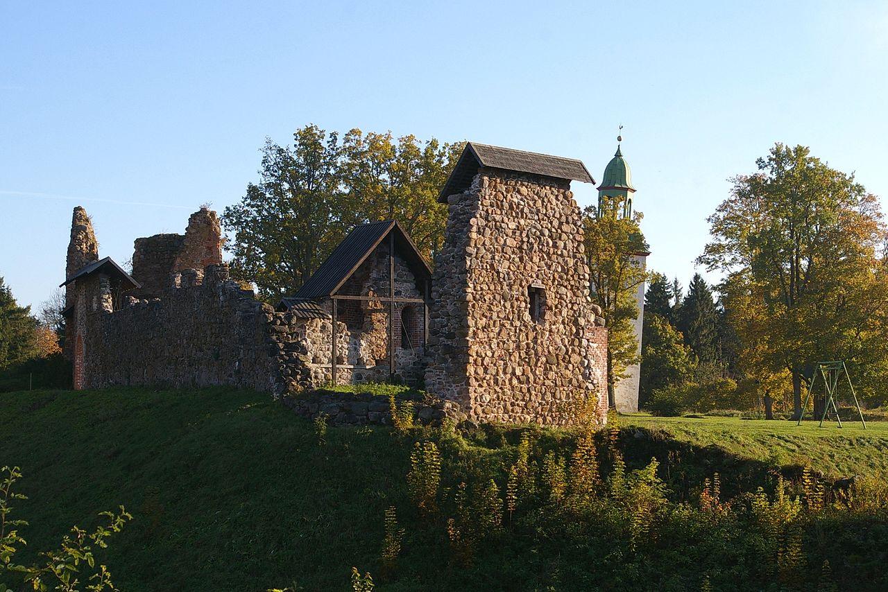 Замок Ууэ-Кастре (Эстония)