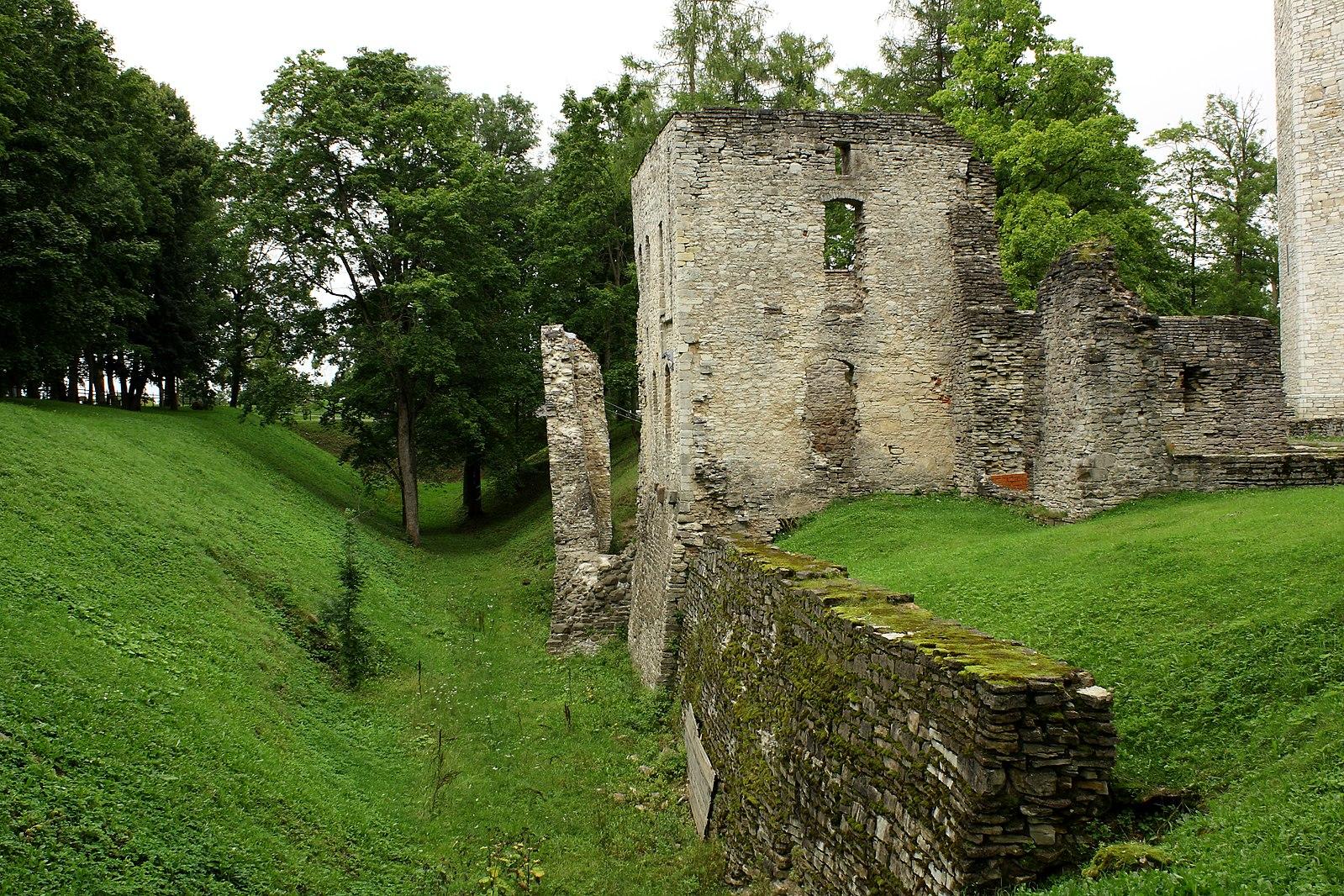 Укрепленная церковь-замок Пёйде (Эстония)