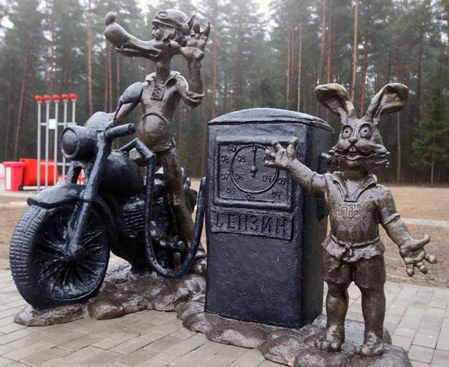Скульптуры героев мультфильма «Ну, погоди!» (Волковыск)