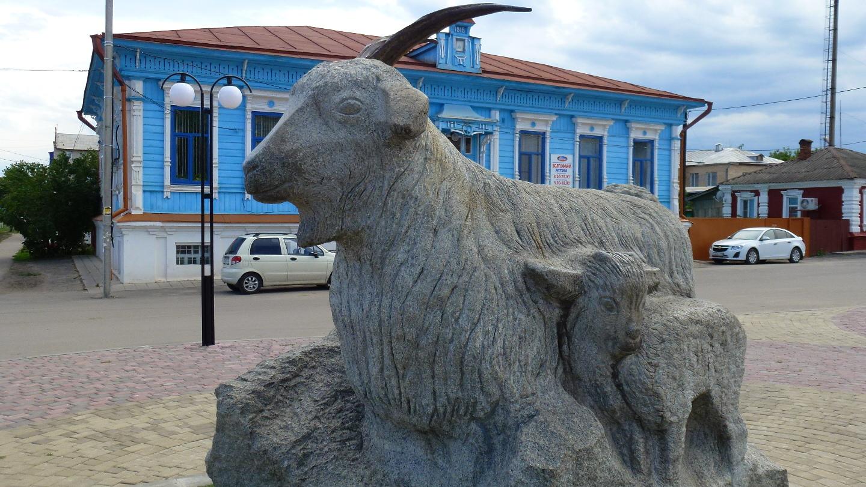 Памятник козе-кормилице (Урюпинск)