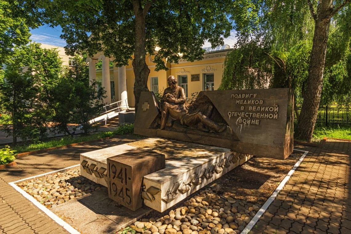 Памятник подвигу медиков в Великой Отечественной войне (Тамбов)