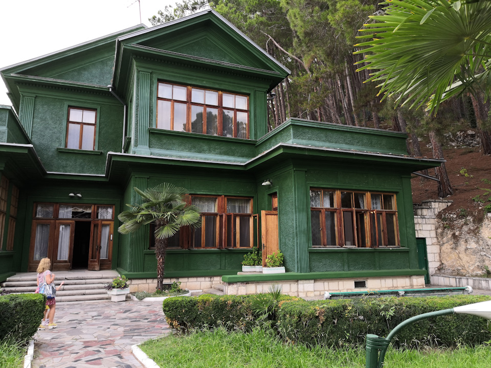 Дача Сталина в Багрипше (Абхазия)
