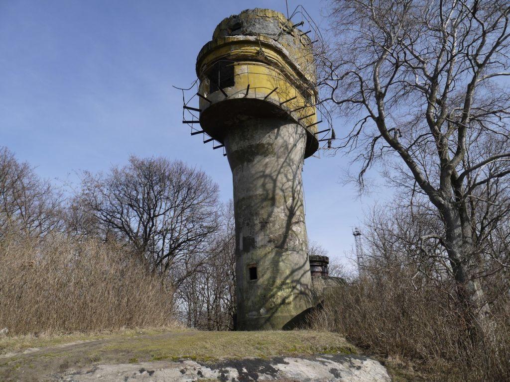 Дальномерная башня советской ж/д артбатареи (Балтийск)