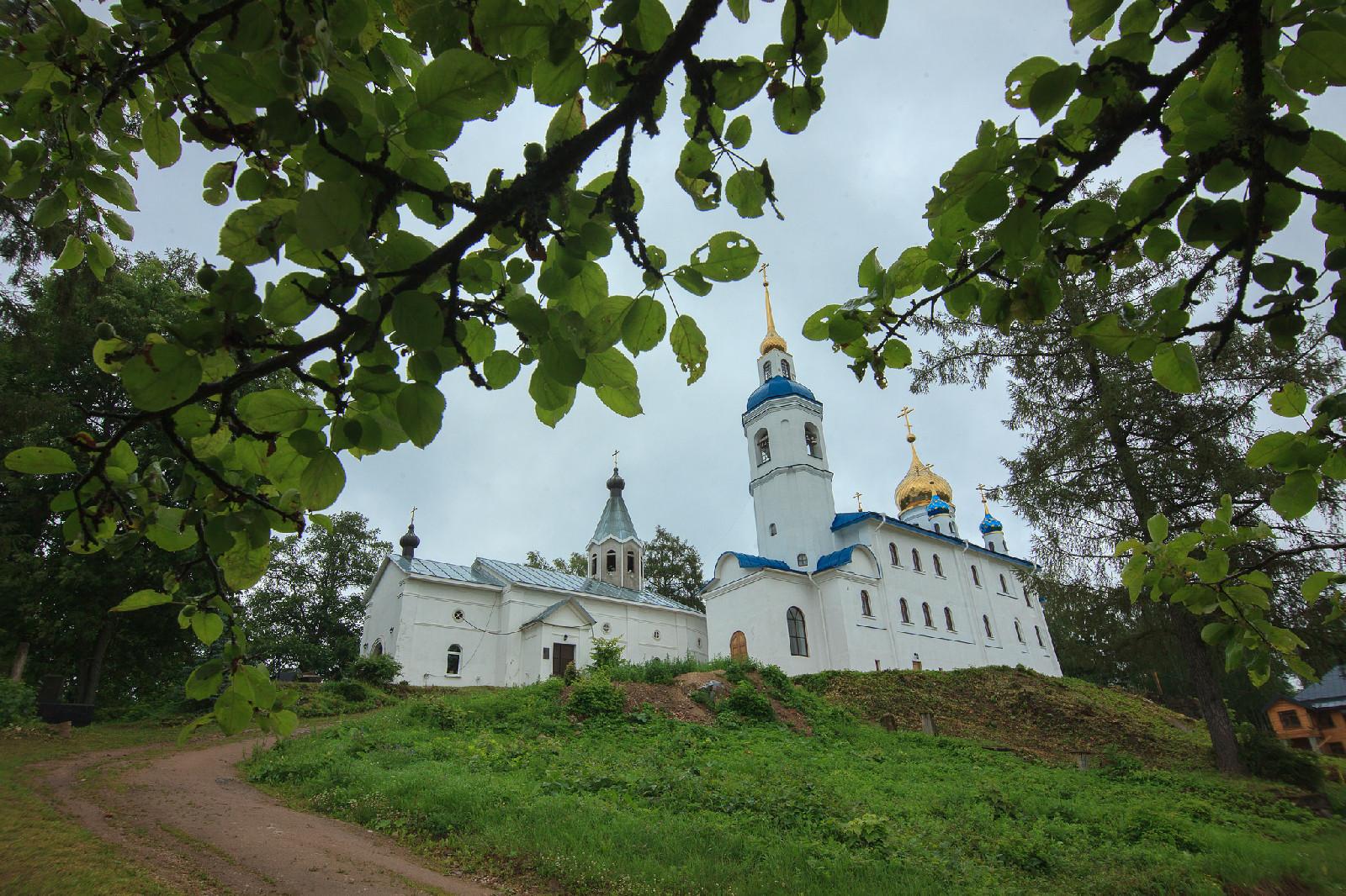 Иоанно-Богословский Череменецкий мужской монастырь (Луга)