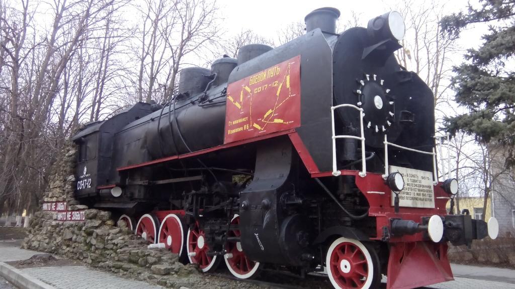 Паровоз-памятник СО17-12 (Тихорецк)