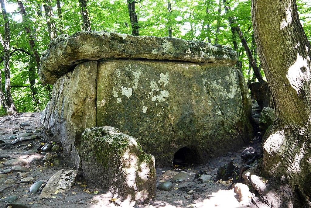 Дольмен Хаджохский (Каменномостский)