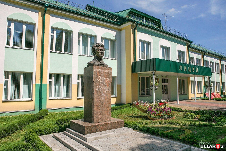 Памятник М. В. Довнар-Запольскому (Речица)