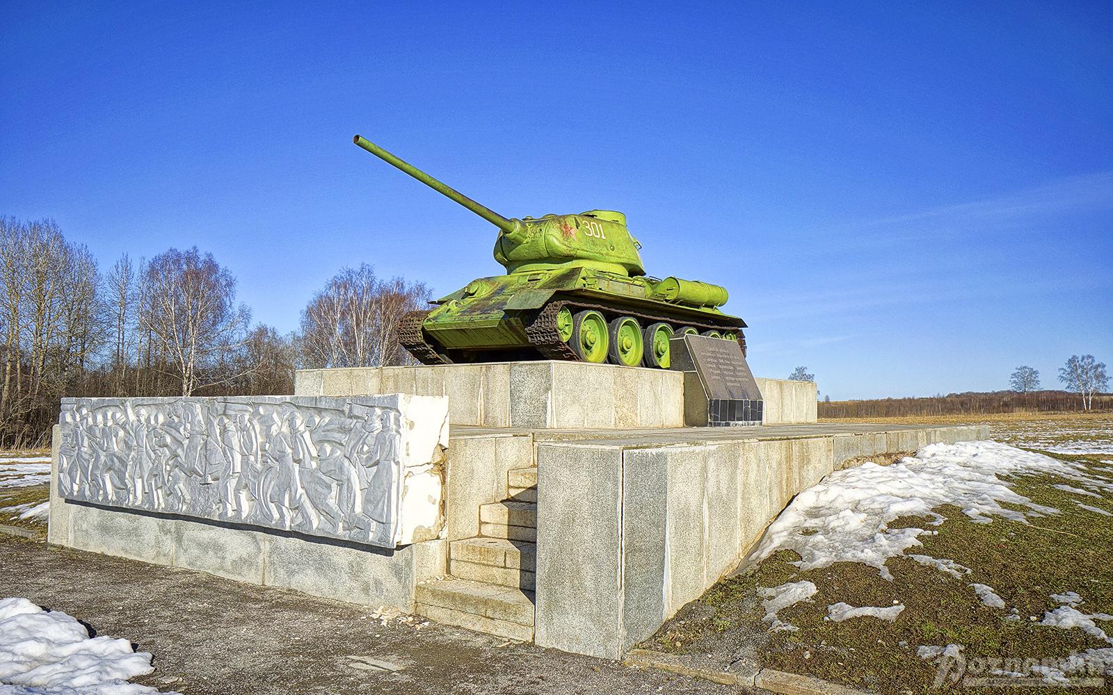 Памятник-танк Т-34−85 (Бородино)
