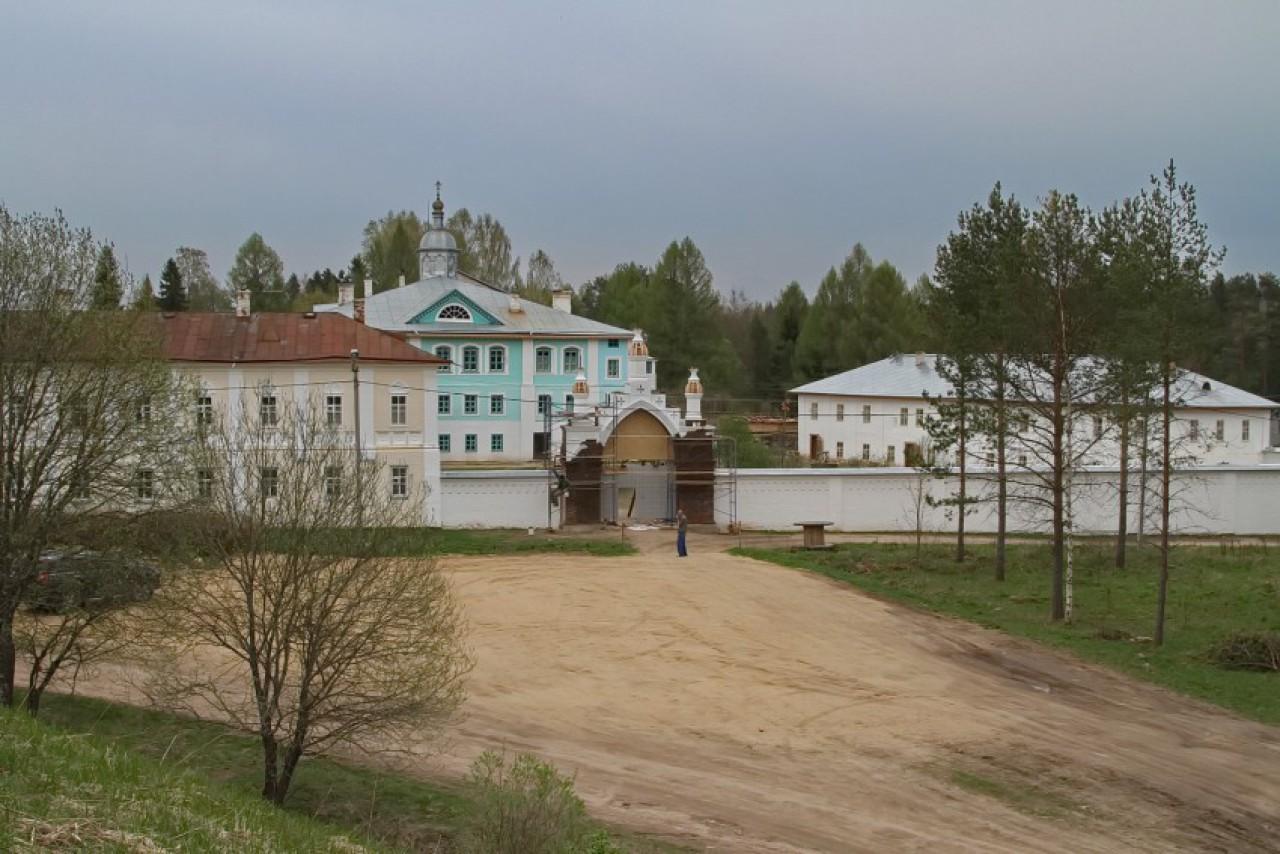 Свято-Троицкий Павло-Обнорский монастырь (Вологодская область)