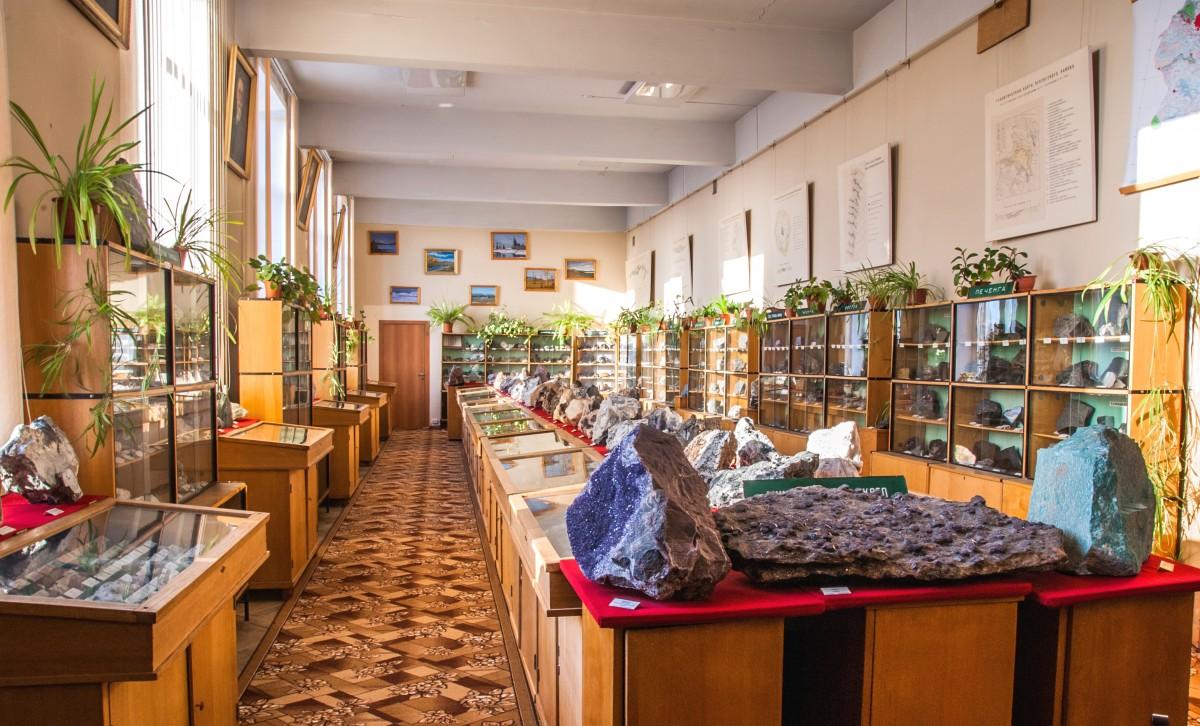 Минералогический музей геологического института (Апатиты)