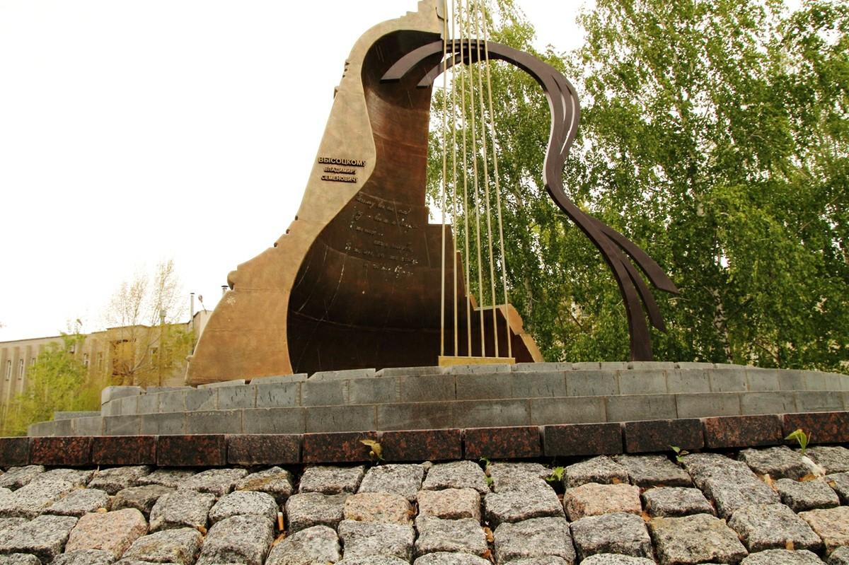 Памятник Владимиру Высоцкому (Набережные Челны)