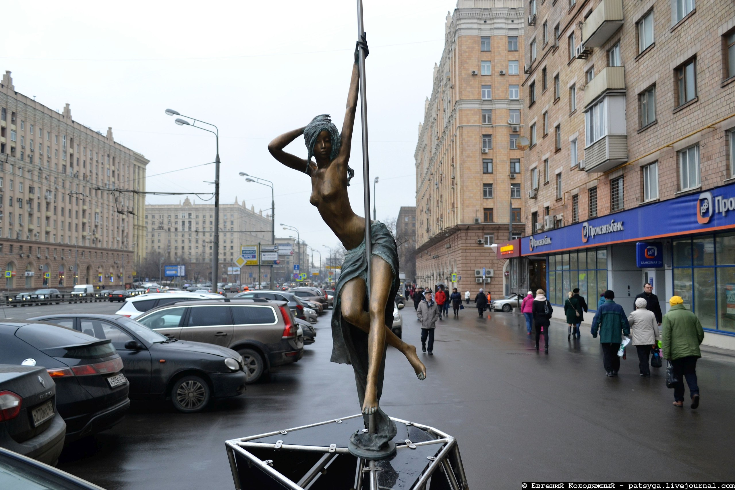 Скульптура «Стриптизёрша» (Москва)