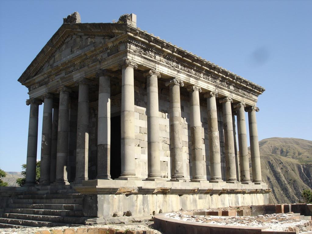 Храм в Гарни (Армения)
