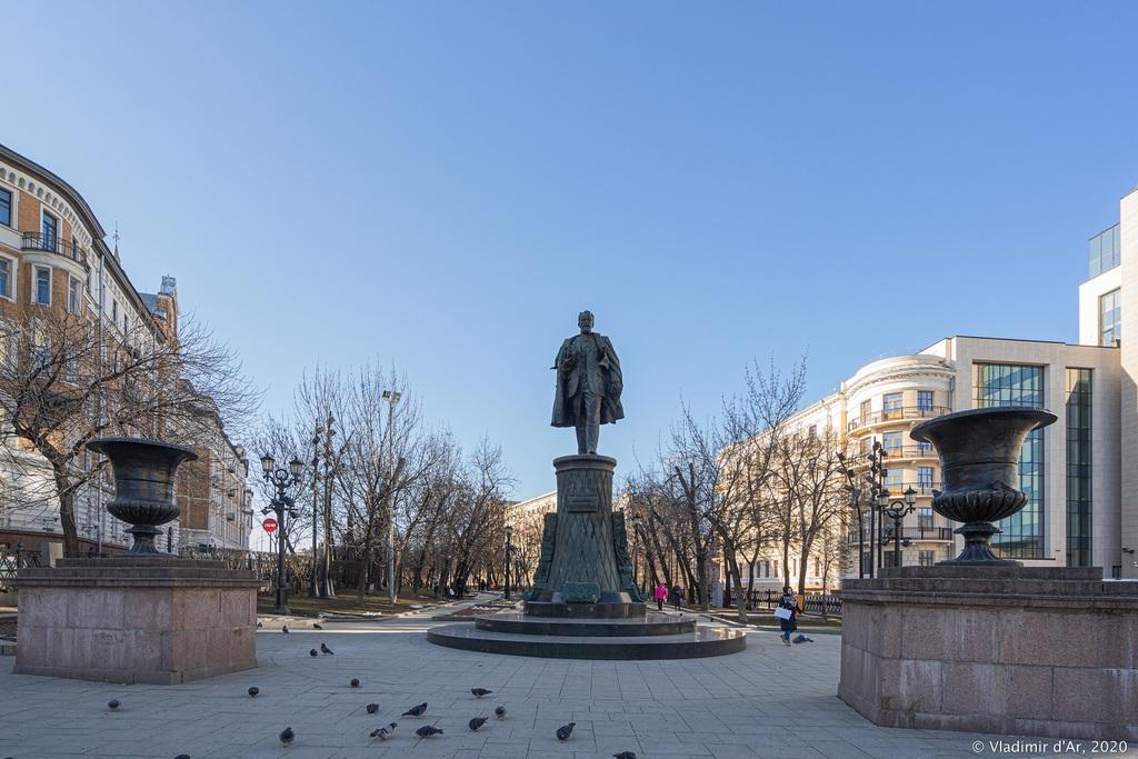 Памятник В. Г.Шухову (Москва)