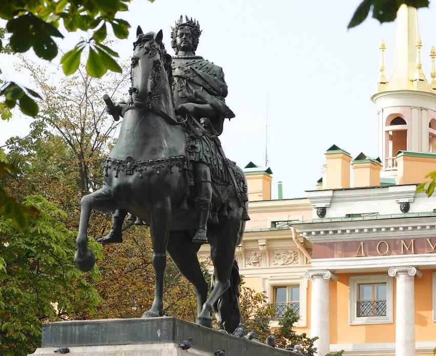 Памятник Петру I у Михайловского замка (Санкт-Петербург)