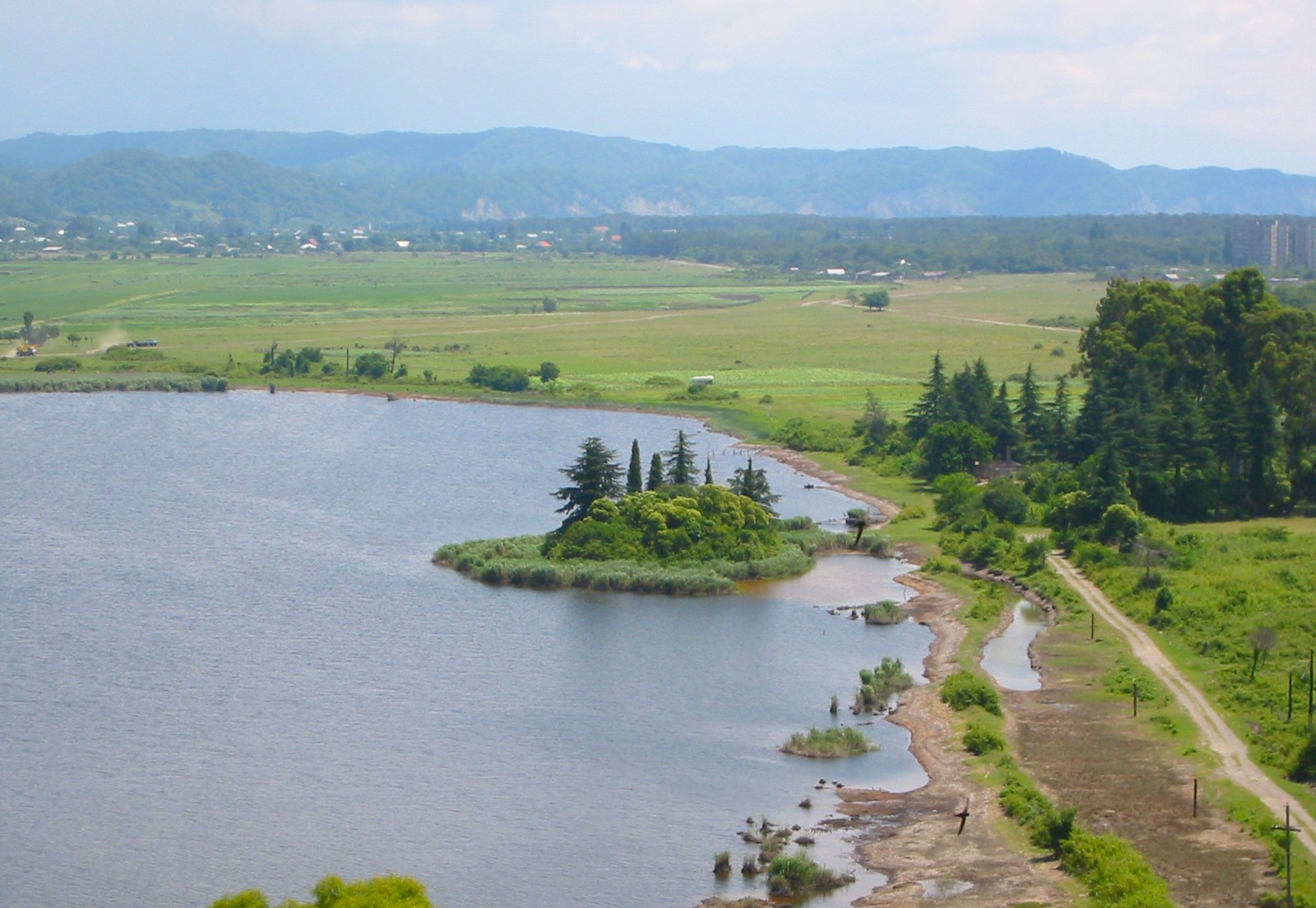 Озеро Инкит (Пицунда)