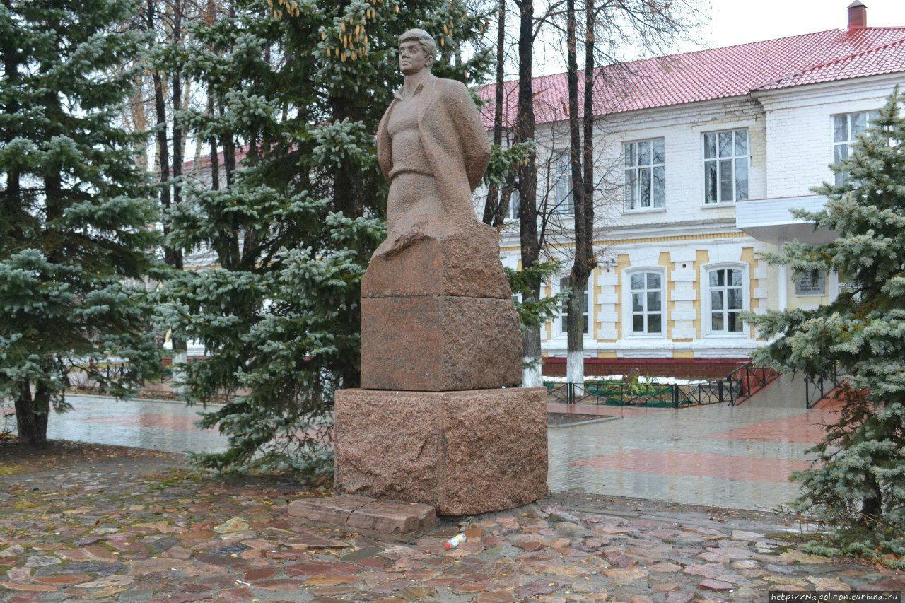 ПамятникБ. П. Корнилову (Семёнов)