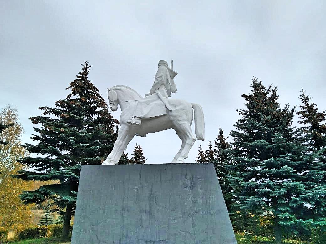 Памятник конногвардейцам генерала П. А. Белова (Одоев)