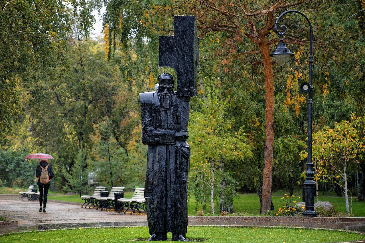 Памятник Ф. М. Достоевскому «Крест несущий» (Омск)