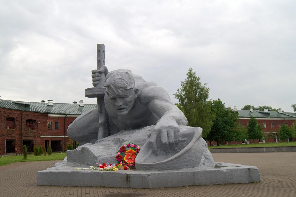 Скульптурная композиция «Жажда» (Брест)