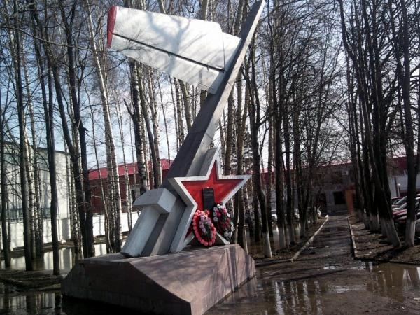 Памятник на месте взлетной полосы Ногинского аэроклуба (Ногинск)