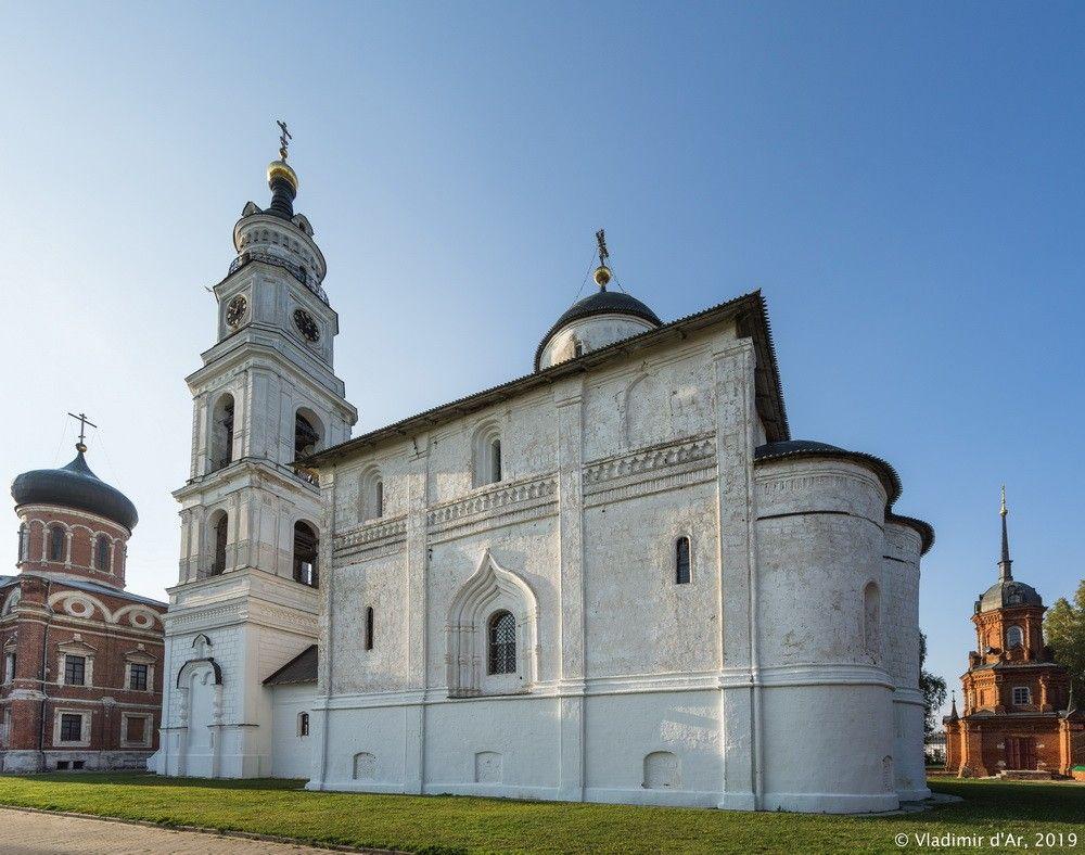 Воскресенский собор на Соборной горке (Волоколамск)