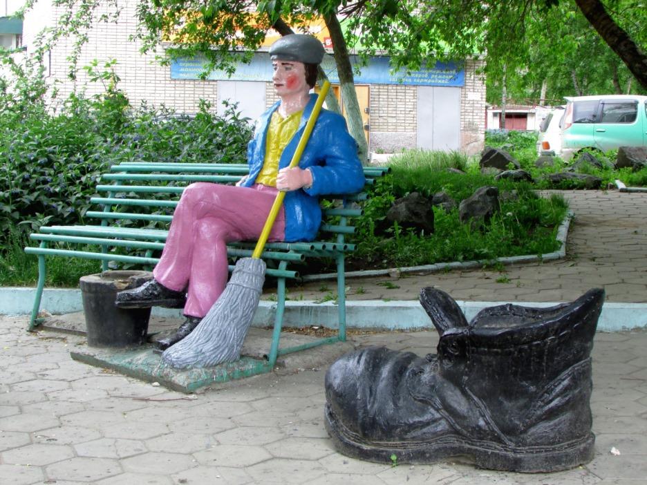 Памятник дворнику (Барнаул)