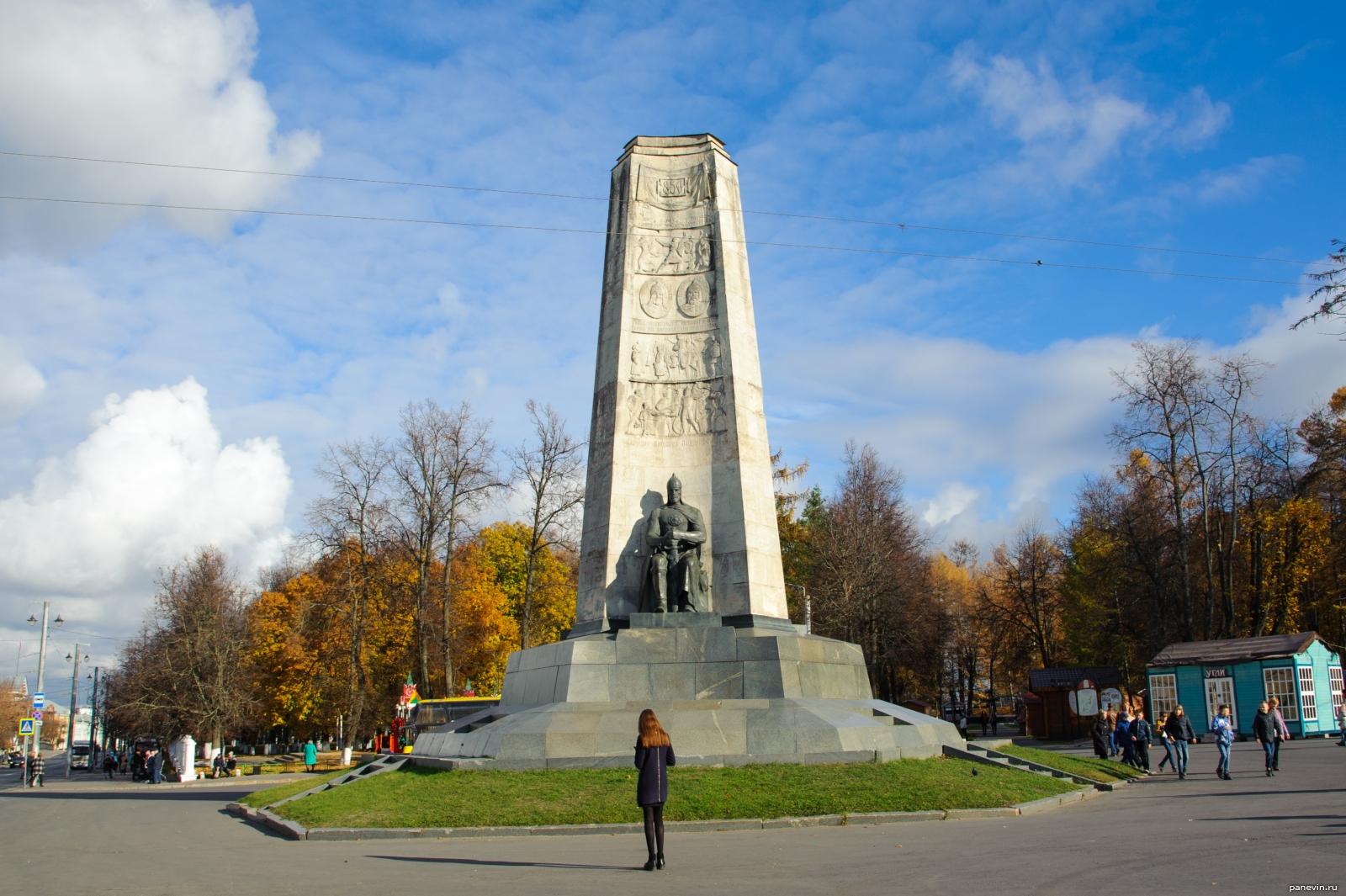 Монумент в честь 850-летия основания г.Владимира (Владимир)