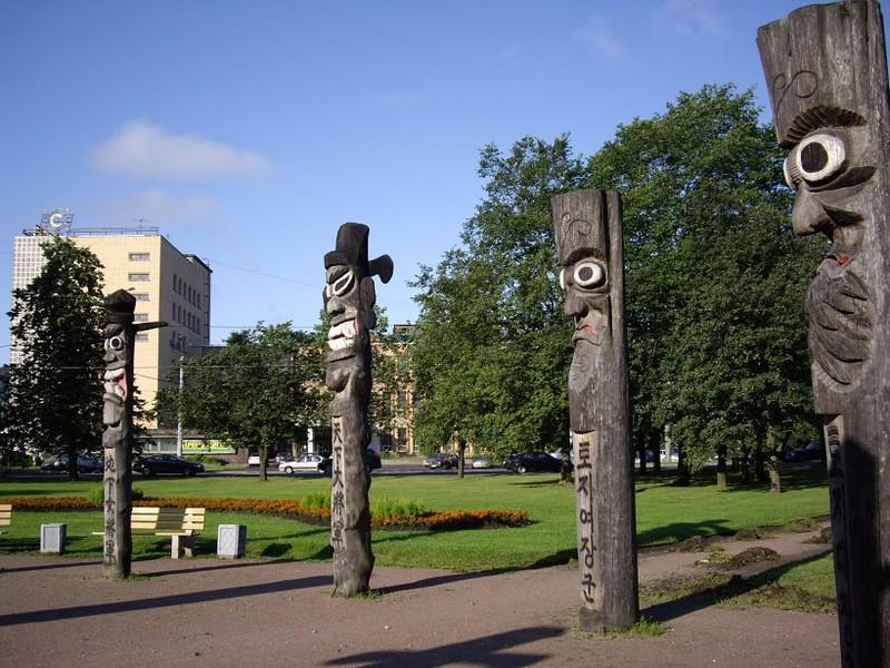 Идолы Чансын в парке Сосновка (Санкт-Петербург)