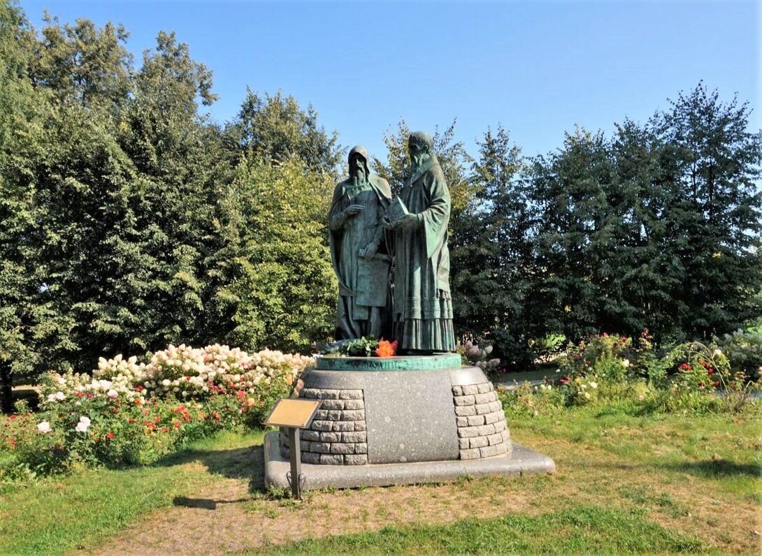 Памятник Кириллу и Мефодию (Дмитров)