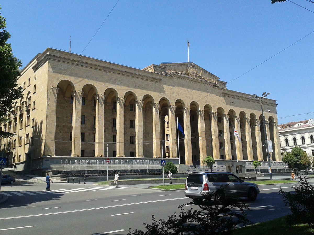 Здание старого парламента Грузии (Тбилиси)