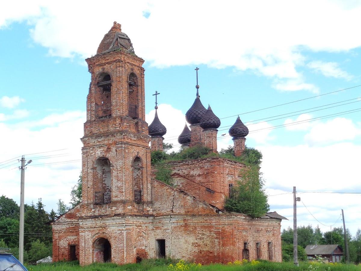 Заброшенная церковь в селе Спас (Нерехта)