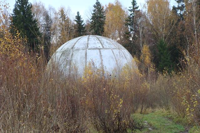 Брошенный купол антенны локатора (Кимры)