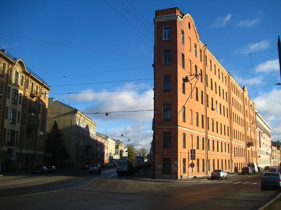 Петербургский «Дом-Утюг» (Санкт-Петербург)