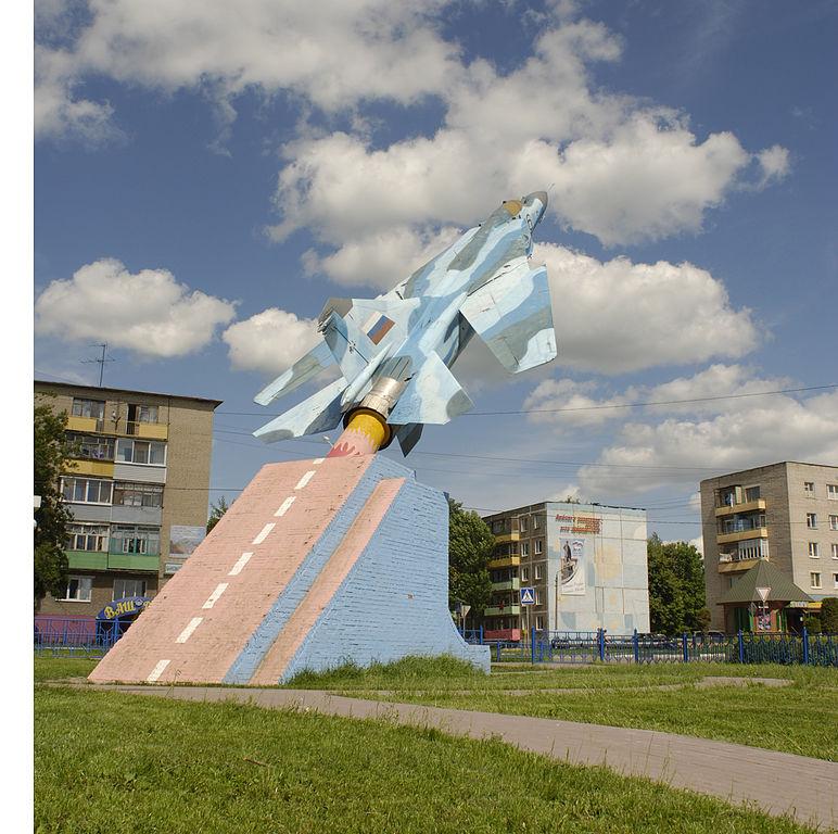 Памятник МиГ-23 (Луховицы)