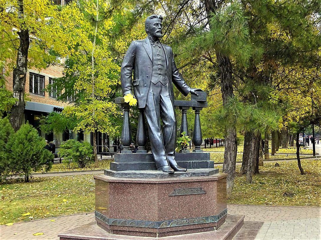 Памятник А. П. Чехову (Чехов)