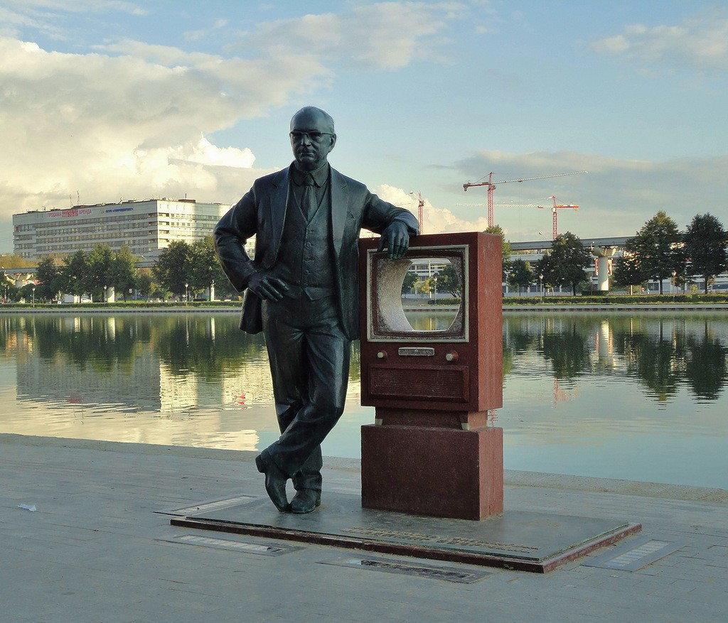 Памятник В. К. Зворыкину (Москва)