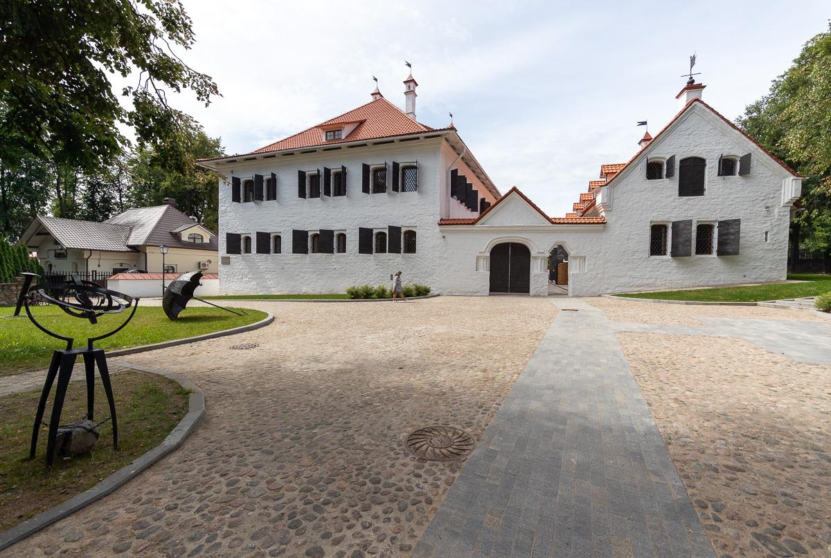 Палаты Постниковых (Псков)