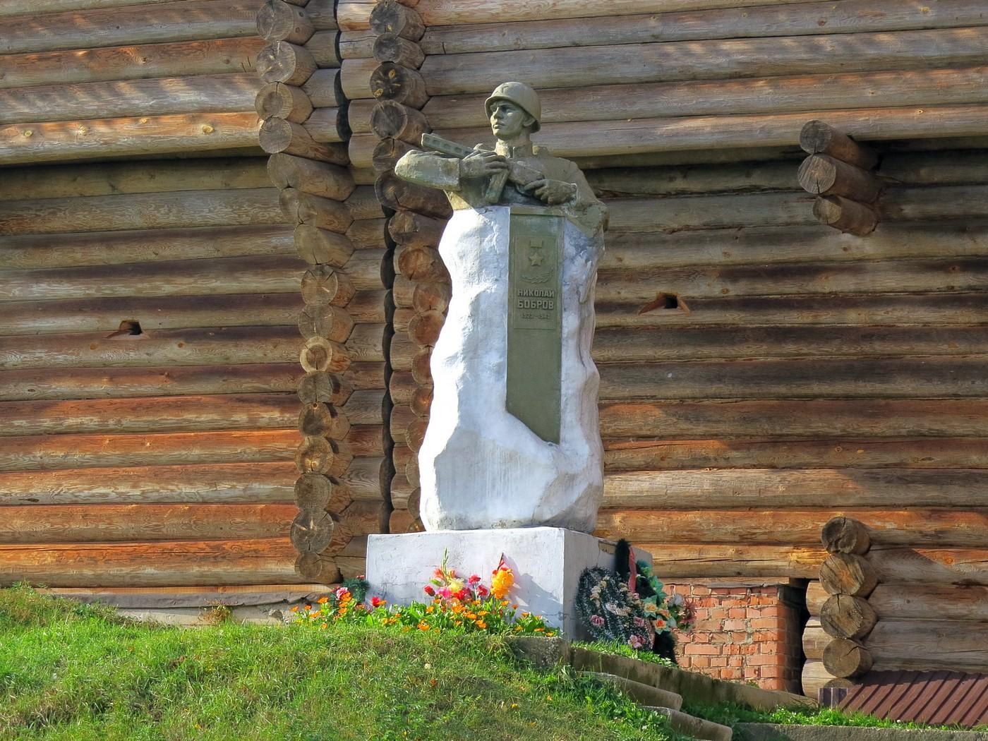 Памятник Боброву (Лух)