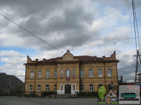 Здание двухклассного училища (Сатка)