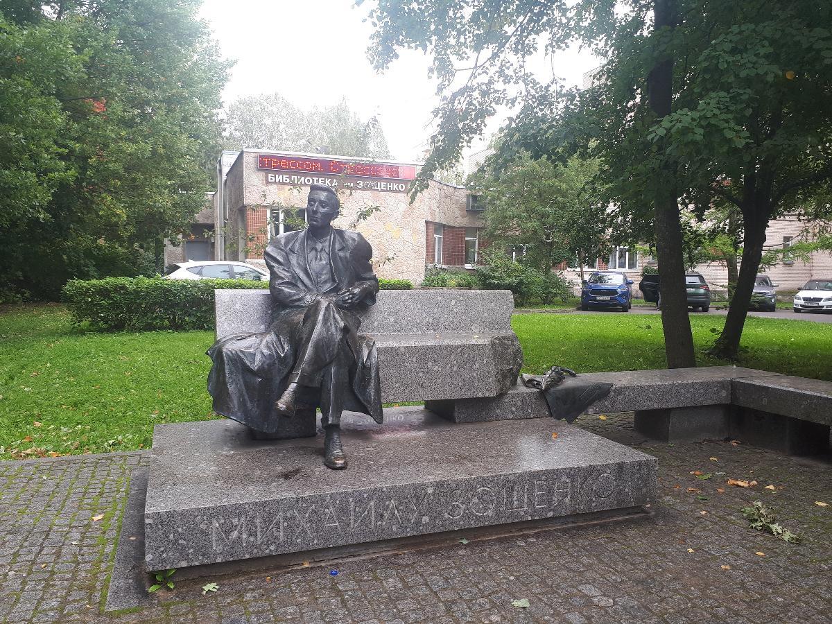 Памятник М. М. Зощенко (Сестрорецк)