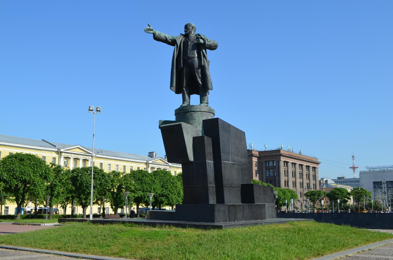 Памятник В. И. Ленину у Финляндского вокзала (Санкт-Петербург)