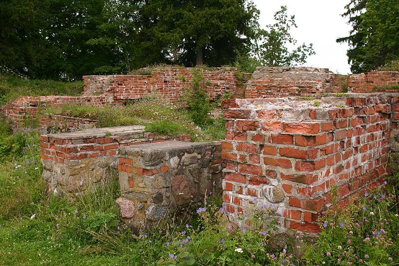 Руины замка Оденпе (Отепя) (Эстония)